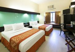 Microtel Inn & Suites by Wyndham Boracay - Malay - Bedroom