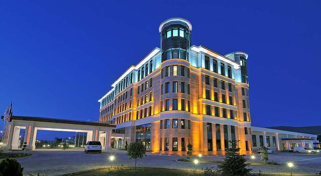 DoubleTree by Hilton Hotel Van - Van - Building