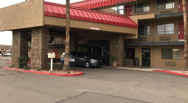 Travelers Inn - Phoenix - Building