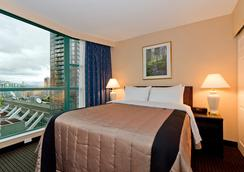Rosedale On Robson Suite Hotel - Vancouver - Bedroom