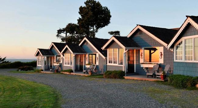 Juan De Fuca Cottages - Sequim - Building