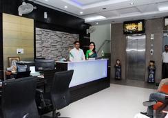Hotel Universe Inn - New Delhi - Lobby