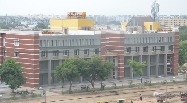 Hotel Barcelona Exotica - Ahmedabad - Building