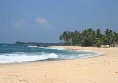 Dalawella Beach Resort - Unawatuna - Beach