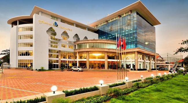 Vientiane Plaza Hotel - Vientiane - Building