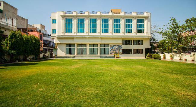 Suruchi Hotel - Gwalior - Building
