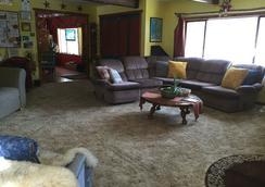 The Wanderlust Hostel - Gunnison - Living room