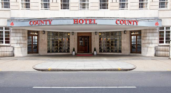The County Hotel - London - Building