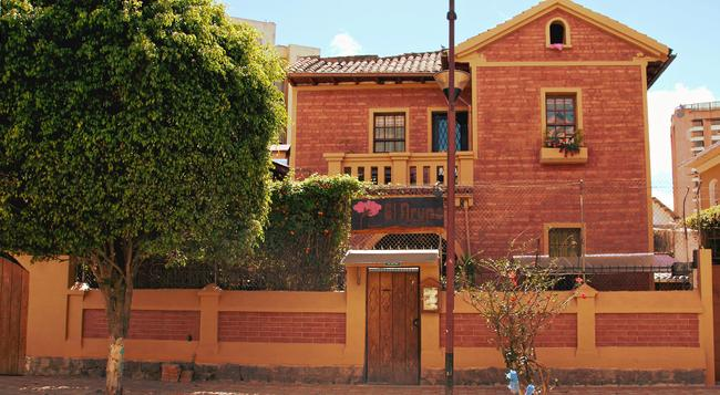 Arupo Bed And Breakfast - Quito - Building