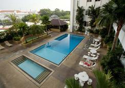 Bayview Hotel Georgetown Penang - George Town - Pool
