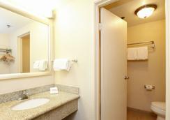 Red Roof Inn Ontario Airport - Ontario - Bathroom