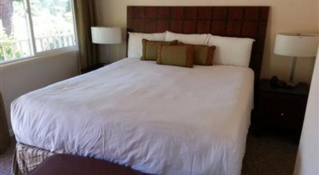 Vendange Carmel Inn and Suites - Carmel-by-the-Sea - Bedroom