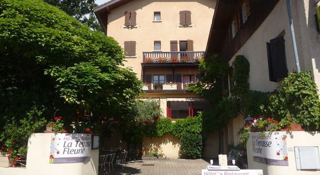 Hôtel la Terrasse Fleurie - Divonne-les-Bains - Building