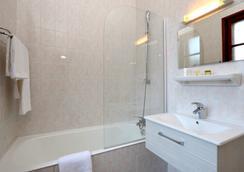Hôtel la Terrasse Fleurie - Divonne-les-Bains - Bathroom