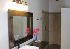 Two Sandals by the Sea Inn - B&B - Saint Thomas Island - Bathroom