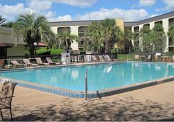 Baymont Inn & Suites Orlando Universal Blvd - Orlando - Pool