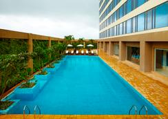 Courtyard by Marriott Pune Chakan - Pune - Pool