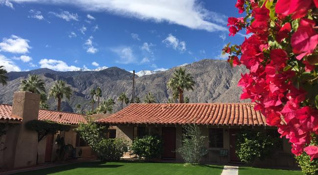 Warm Sands Villas - Palm Springs - Building