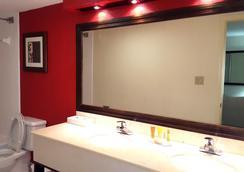 Bay Harbor Hotel - Tampa - Bathroom