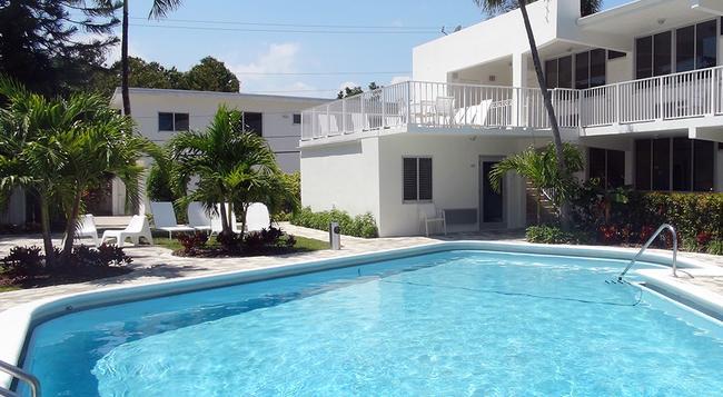 Beach Gardens - Fort Lauderdale - Building