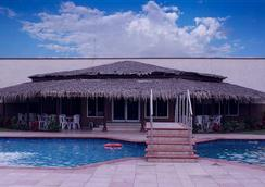 Axari Hotel & Suites - Calabar - Pool