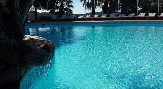 Hotel Le Ginestre - Porto Cervo - Pool