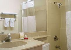 Ramada Los Angeles/Wilshire Center - Los Angeles - Bathroom