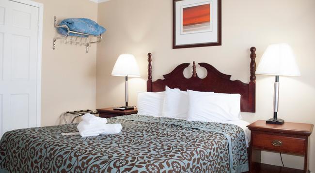 Boardwalk Hotel Charlee & Beach House Rentals - Seaside Heights - Bedroom
