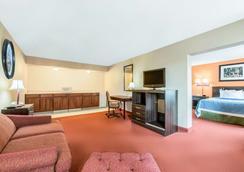 Days Inn & Suites Lancaster - Lancaster - Bedroom