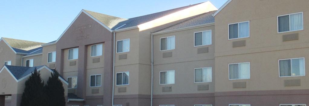 Baymont Inn & Suites Salina - Salina - Building