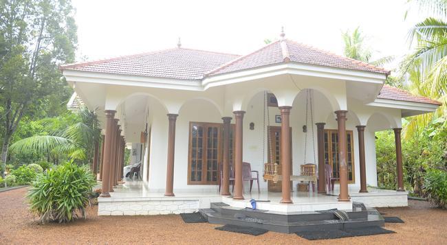 Coconut Creek Farm & Home Stay - Kumarakom - Building