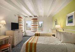 Days Inn & Suites Miami/North Beach Oceanfront - Miami Beach - Bedroom
