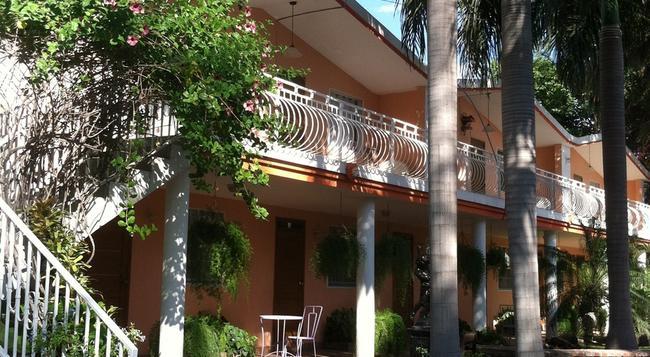 Palm Inn hotel - Port Au Prince - Building