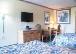 Polynesian Inn - St. Cloud - Bedroom