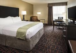 Holiday Inn Wichita East I-35 - Wichita - Bedroom