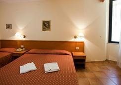Hotel Emmaus - Rome - Bedroom