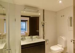 Hotel Duas Nacoes - Lisbon - Bathroom