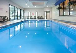 Red Lion Hotel Cheyenne - Cheyenne - Pool