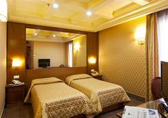 Madison Hotel - Rome - Bedroom