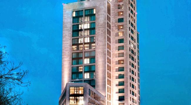 Waldorf Astoria Berlin - Berlin - Building