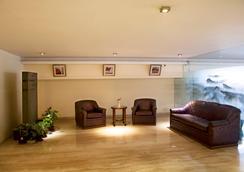 Alpina Hotels & Suites - New Delhi - Lobby