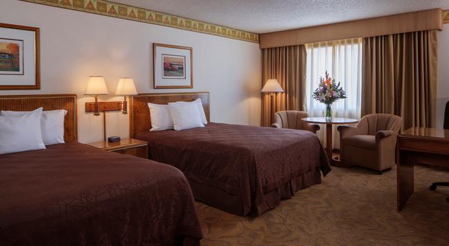 High Desert Inn - Elko - Bedroom