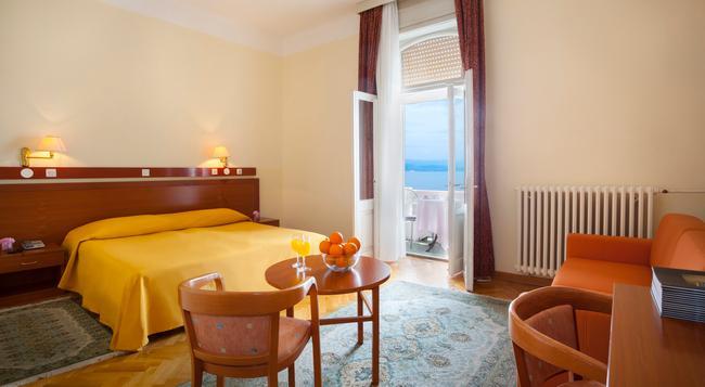 Smart Selection Hotel Belvedere - Opatija - Bedroom