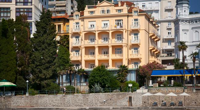 Smart Selection Hotel Residenz - Opatija - Building