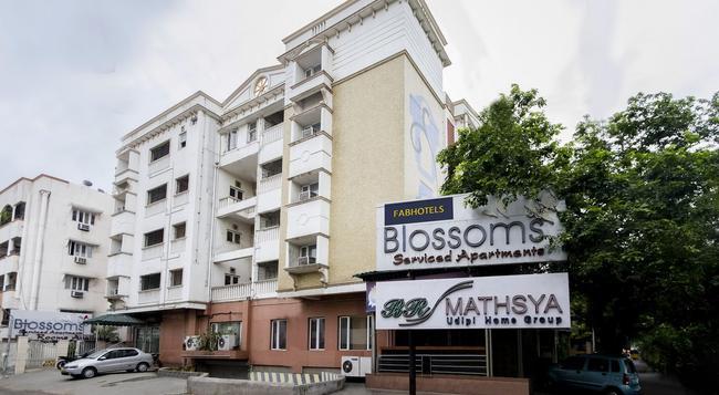 FabHotel Blossom T Nagar - Chennai - Building