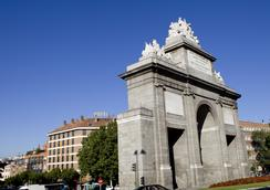 Hotel Puerta de Toledo - Madrid - Attractions