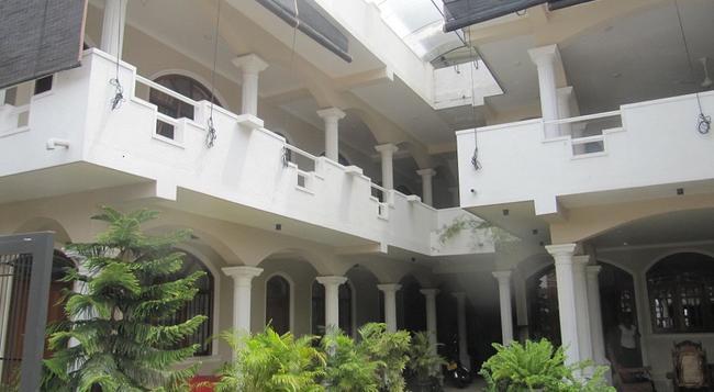 Angel Inn Guest House - Negombo - Building