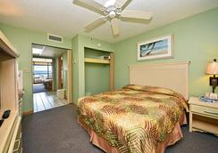 Holiday Sands North On the Boardwalk - Myrtle Beach - Bedroom