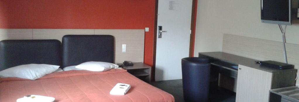 Ares Budget Hotel - Brussels - Bedroom