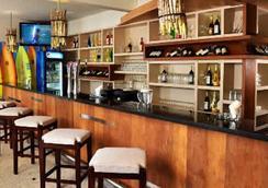 Bliss Surfer Hotel - Kuta (Bali) - Bar